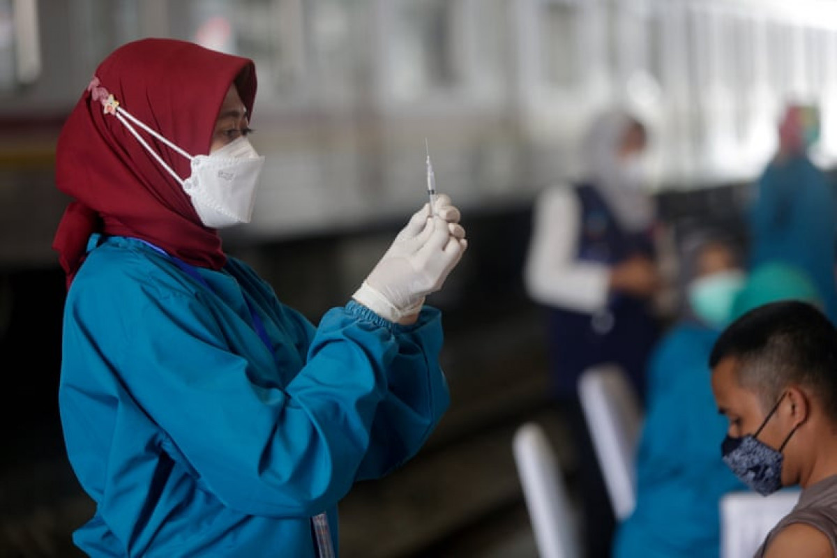 Healthcare workers in Indonesia contracting Covid despite vaccinations