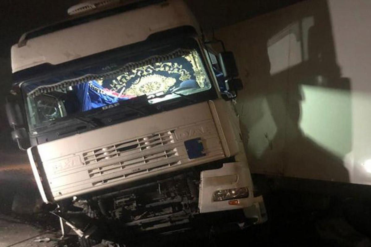 В Шаруре грузовик врезался в стену дома, погибли 3 человека