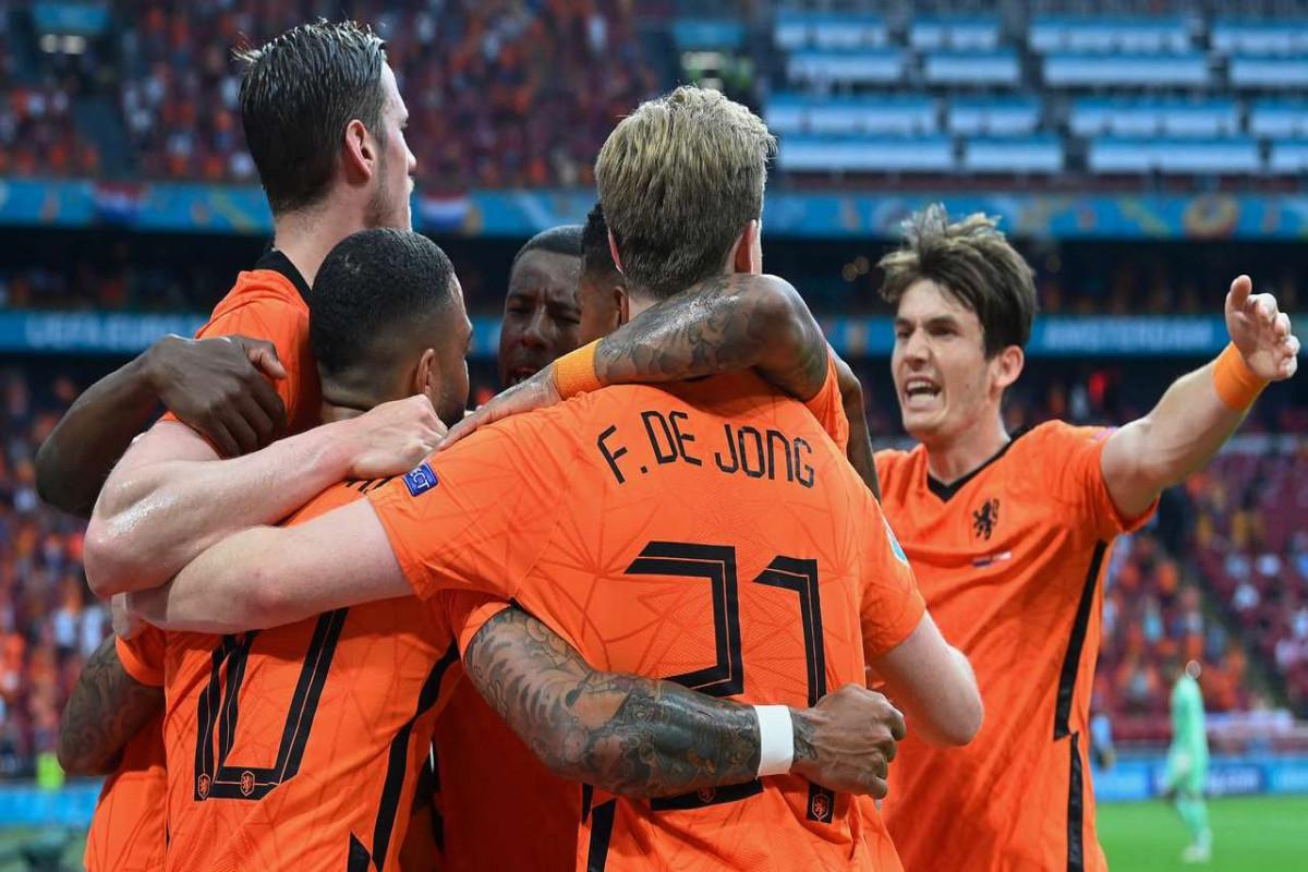 Сборная Нидерландов вышла в плей-офф чемпионата Европы по футболу
