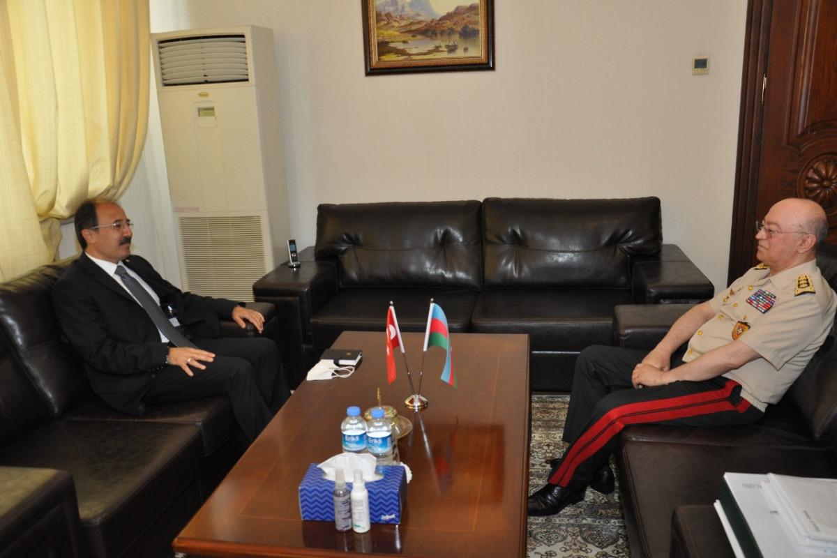 Министр по чрезвычайным ситуациям Кямаледдин Гейдаров встретился с послом Турции