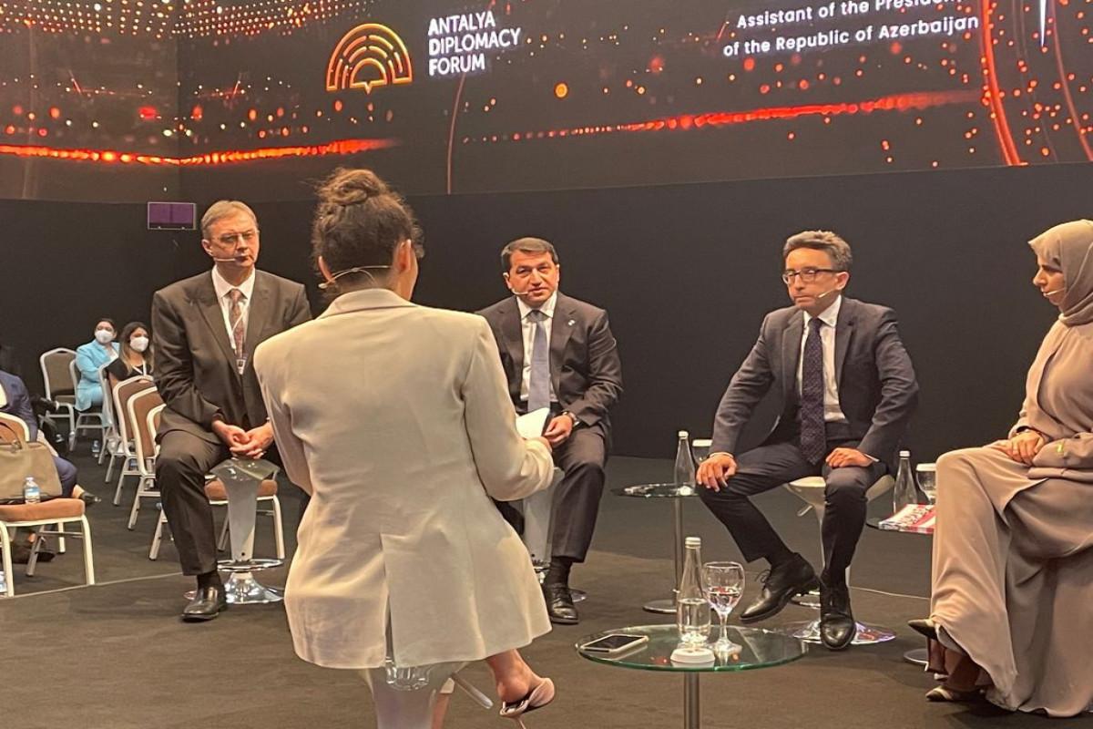"""Hikmət Hacıyev Antalya Diplomatiya Forumu çərçivəsində paneldə çıxış edib - <span class=""""red_color"""">FOTO</span>"""