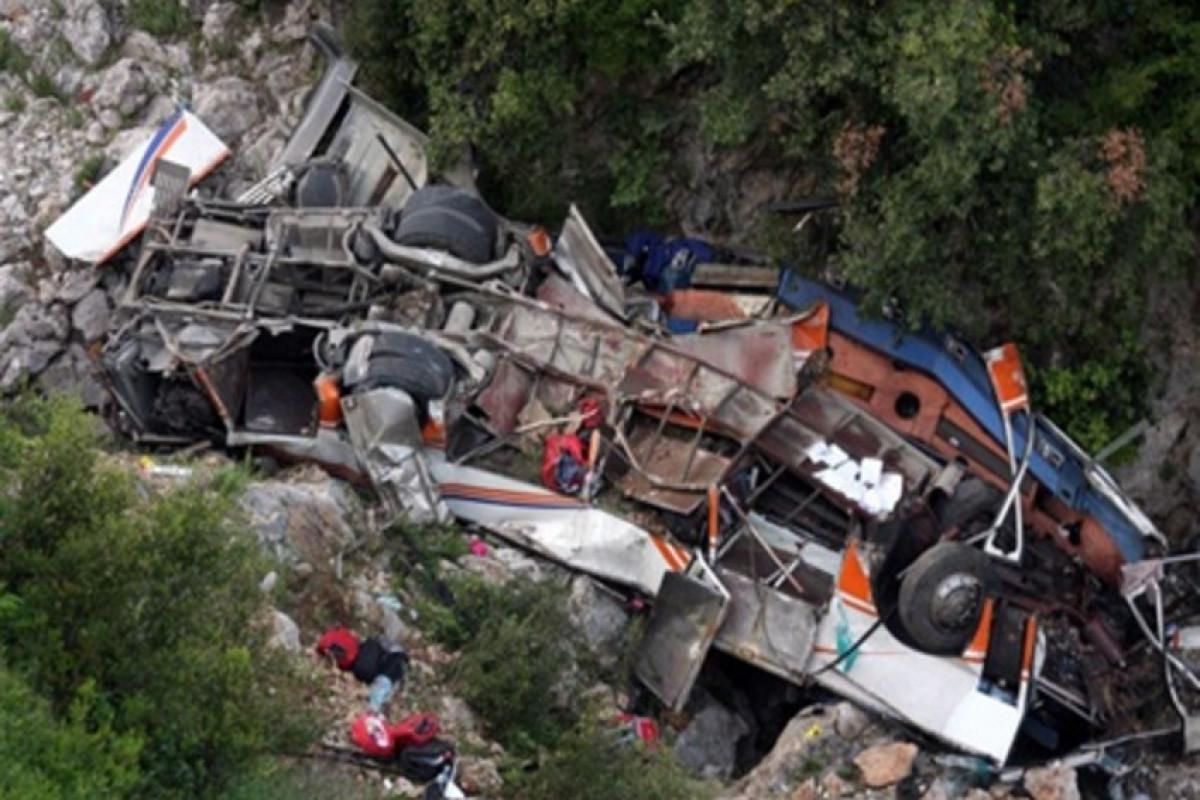 """Peruda avtobus dərəyə aşıb, azı 27 nəfər ölüb - <span class=""""red_color"""">YENİLƏNİB</span>"""