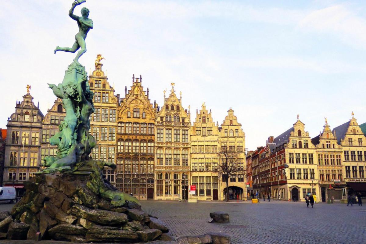 В Антверпене обрушилось здание школы