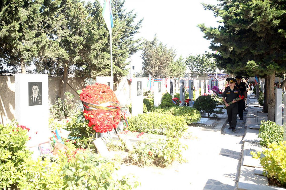 Делегация Министерства обороны посетила могилу Национального героя Мубариза Ибрагимова