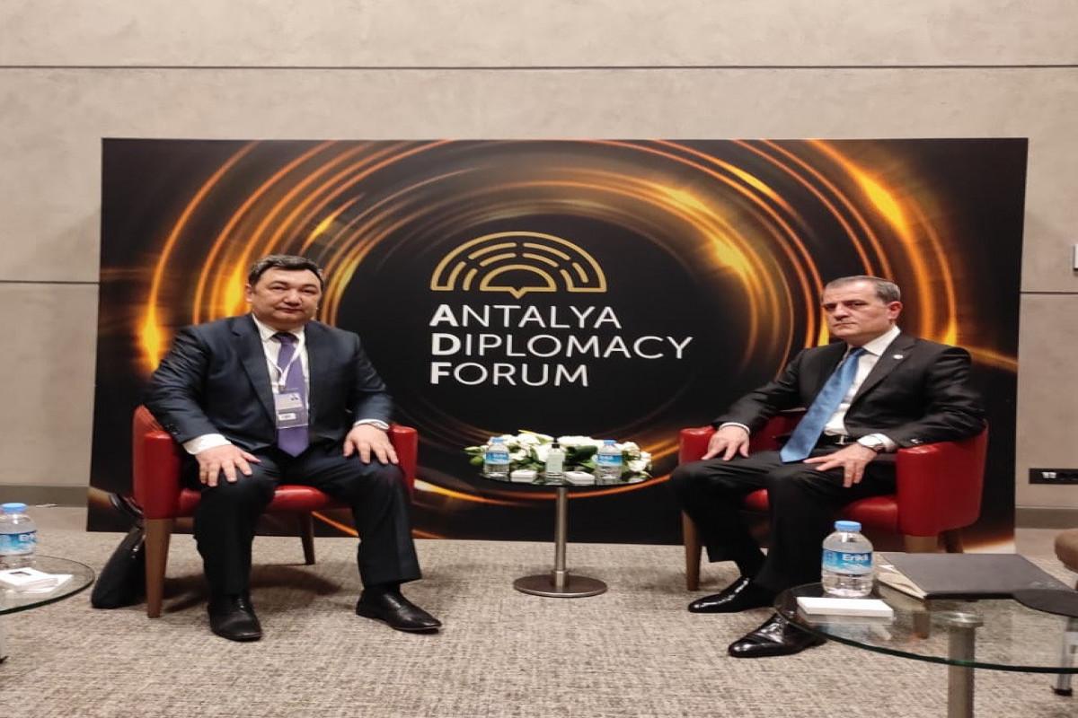 Jeyhun Bayramov meets with Presidentof theInternational Turkic Academy