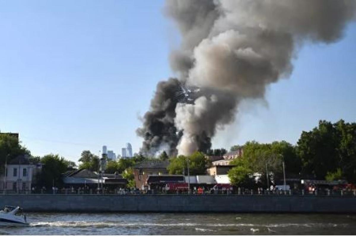 При пожаре на пиротехническом складе в Москве пострадали четыре человека