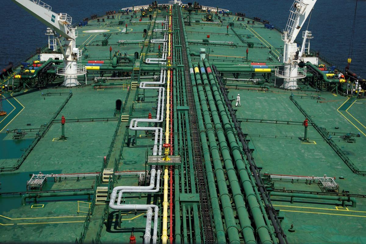 Oil edges up as Iran nuclear talks drag on