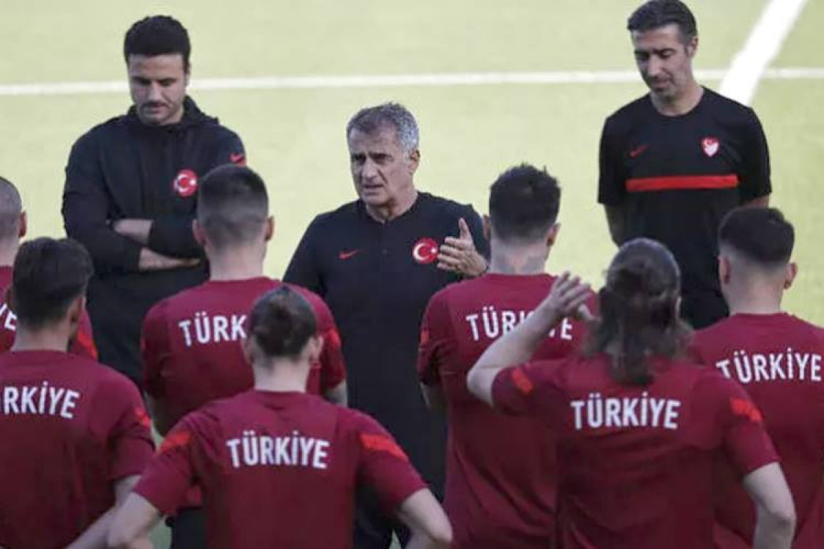 Türkiyəli futbolçular Bakıda dalaşıb