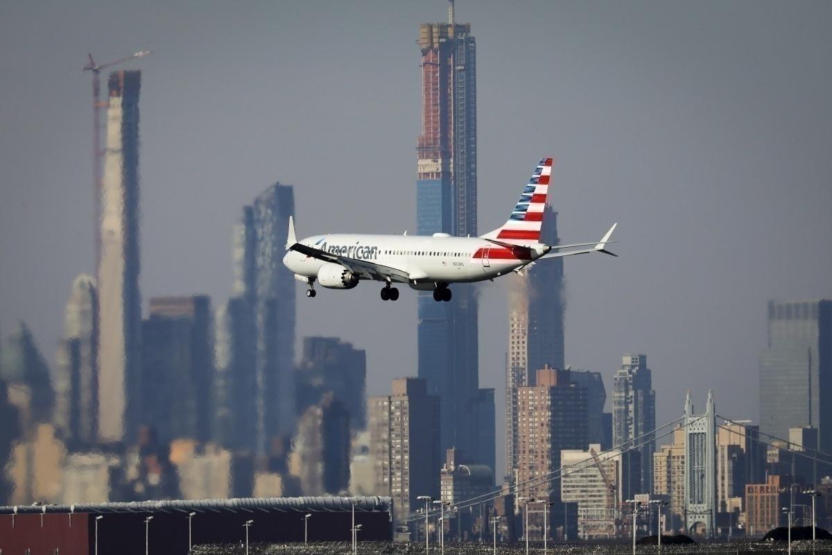 """""""American Airlines"""" yüzlərlə aviareysi ləğv edəcək"""