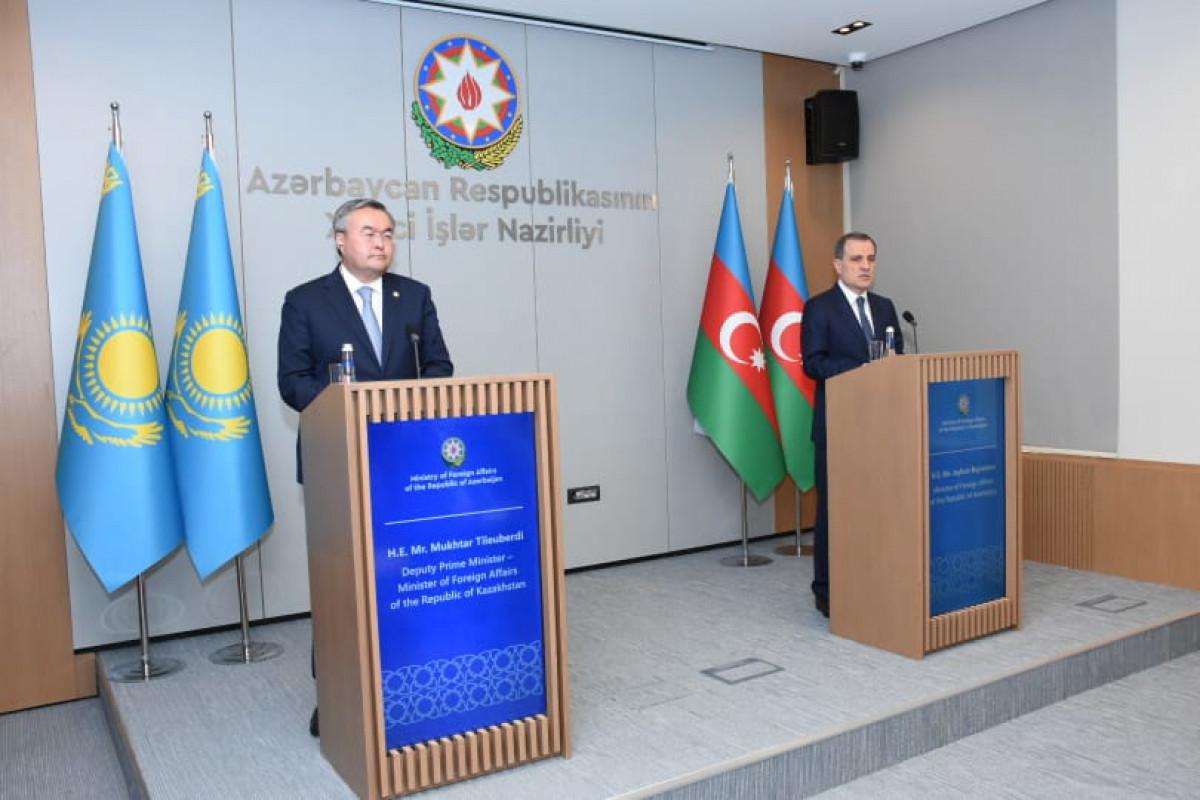 Azerbaijani and Kazakh FMs noted importance of opening direct flights