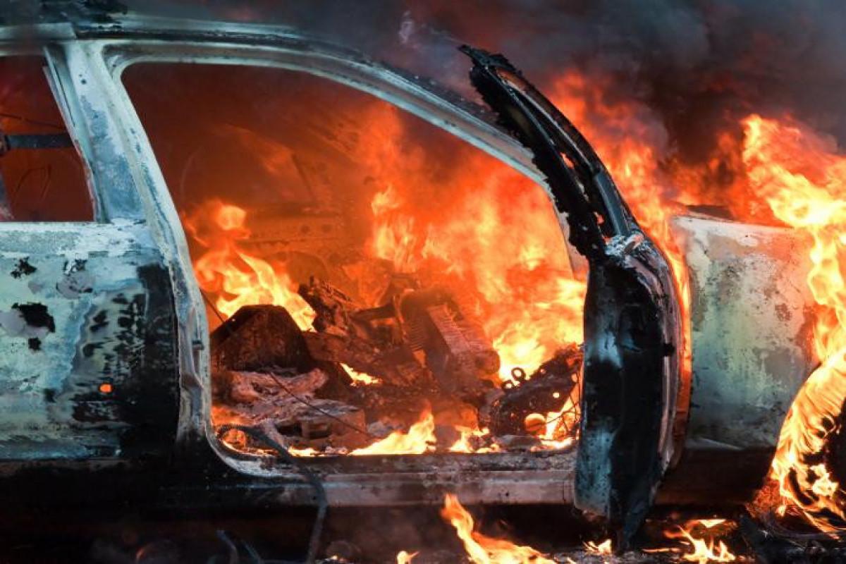 Sabirabadda avtomobil yanıb