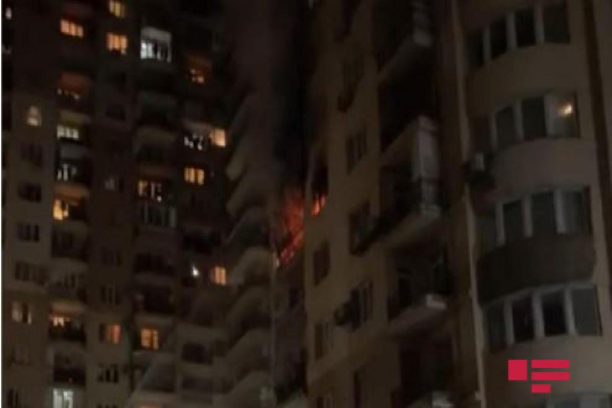 МЧС распространил информацию о пожаре  в многоэтажном доме в Баку