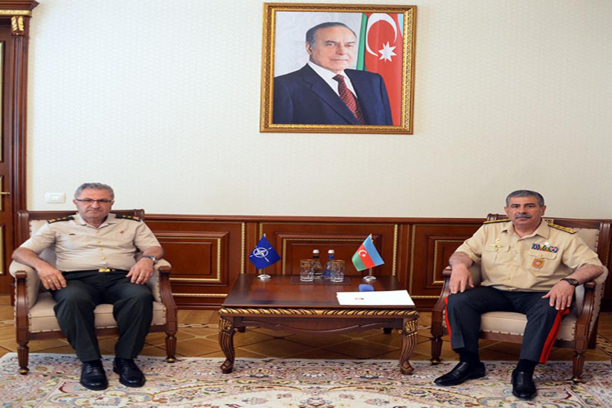 Закир Гасанов встретился с начальником Штаба Командования Сухопутных Войск НАТО