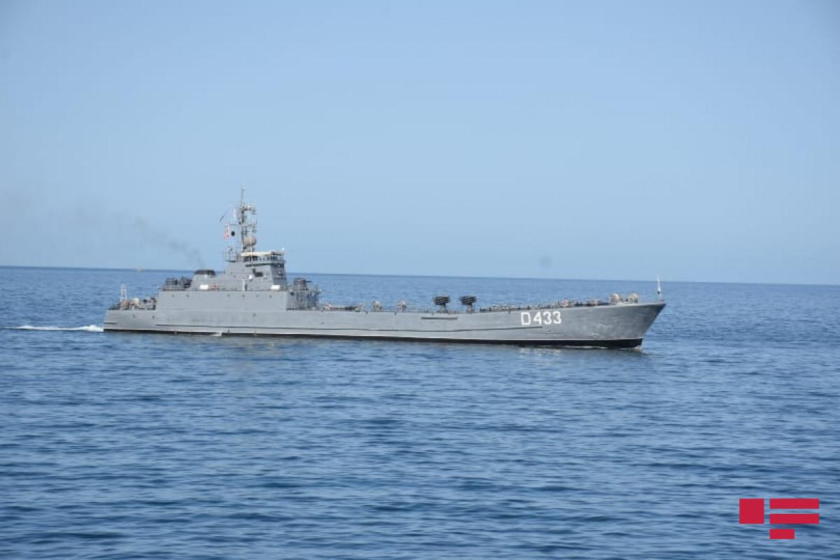 """На тактических учениях Военно-морских сил выполняются боевые задачи-<span class=""""red_color"""">ФОТО</span>"""