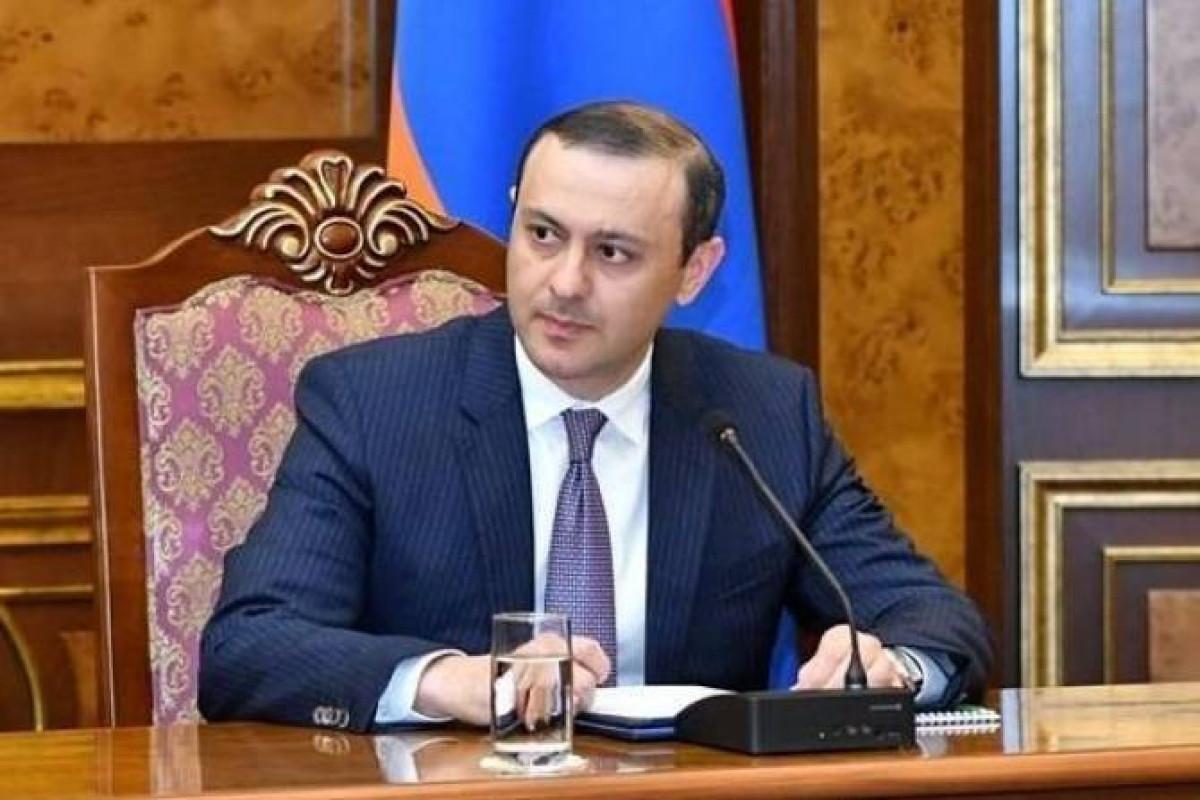 Секретарь Совбеза Армении обвинил экс-главу МИД в торпедировании процесса возвращения пленных