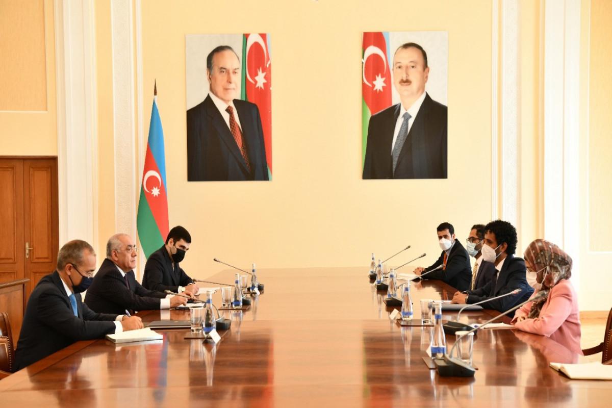 Премьер-министр Али Асадов встретился с министром экономики ОАЭ