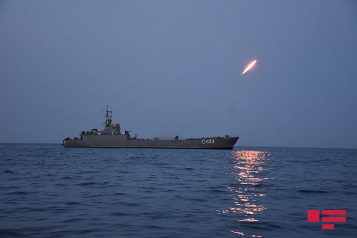 """На учениях ВМС выполнены ночные стрельбы – <span class=""""red_color"""">ФОТО"""