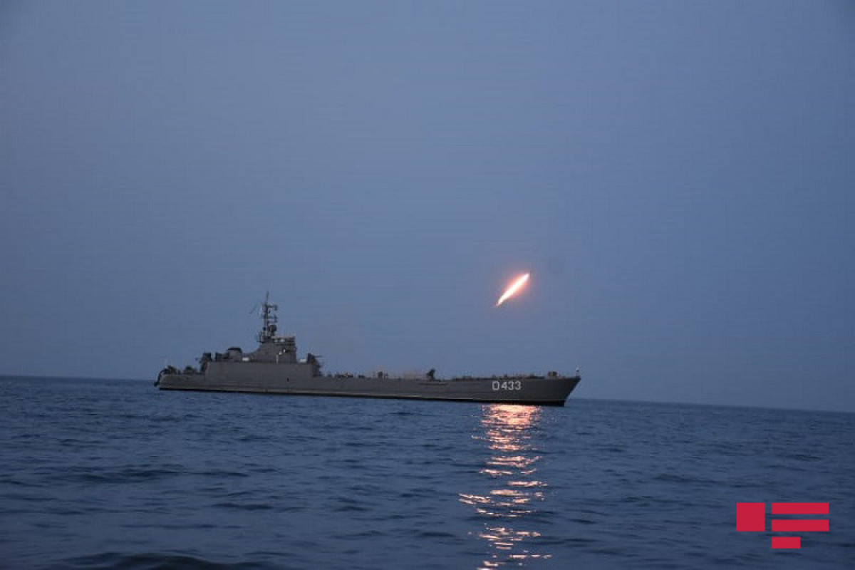 """Night firing performed during Navy exercises-<span class=""""red_color"""">PHOTO</span>"""