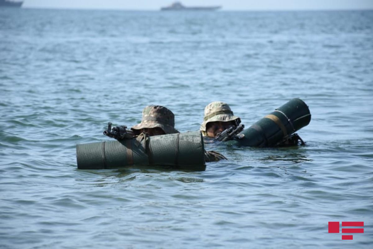 На учениях ВМФ освобождено судно, захваченное условным противником