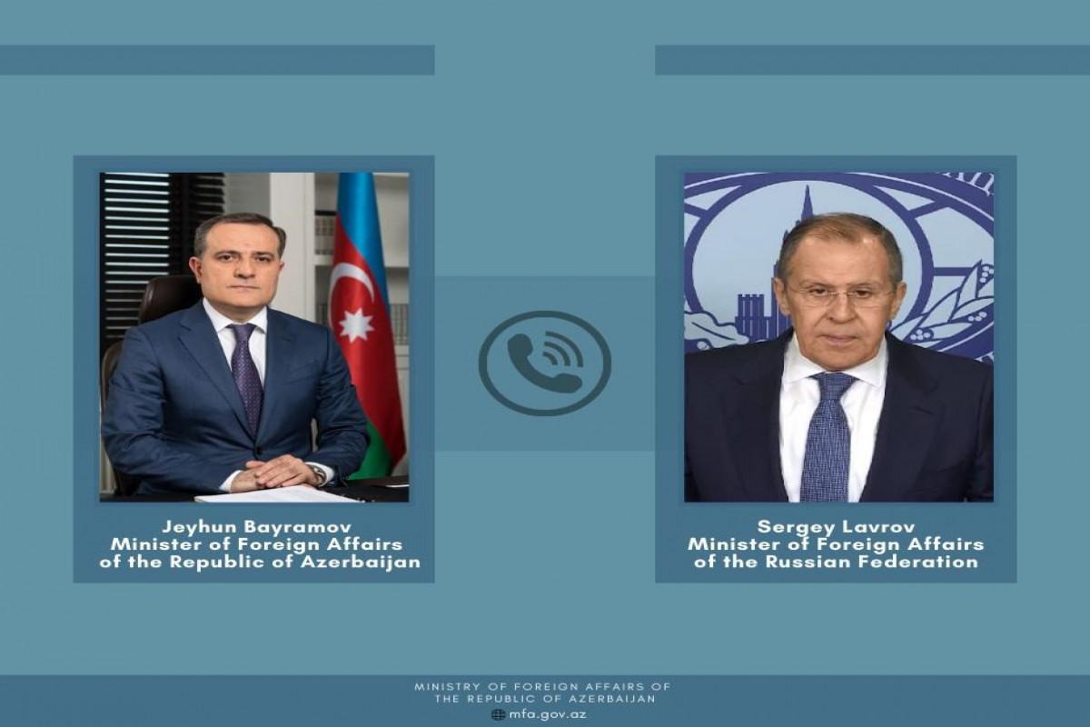 Главы МИД Азербайджана и РФ обсудили реализацию трехсторонних заявлений по Карабаху