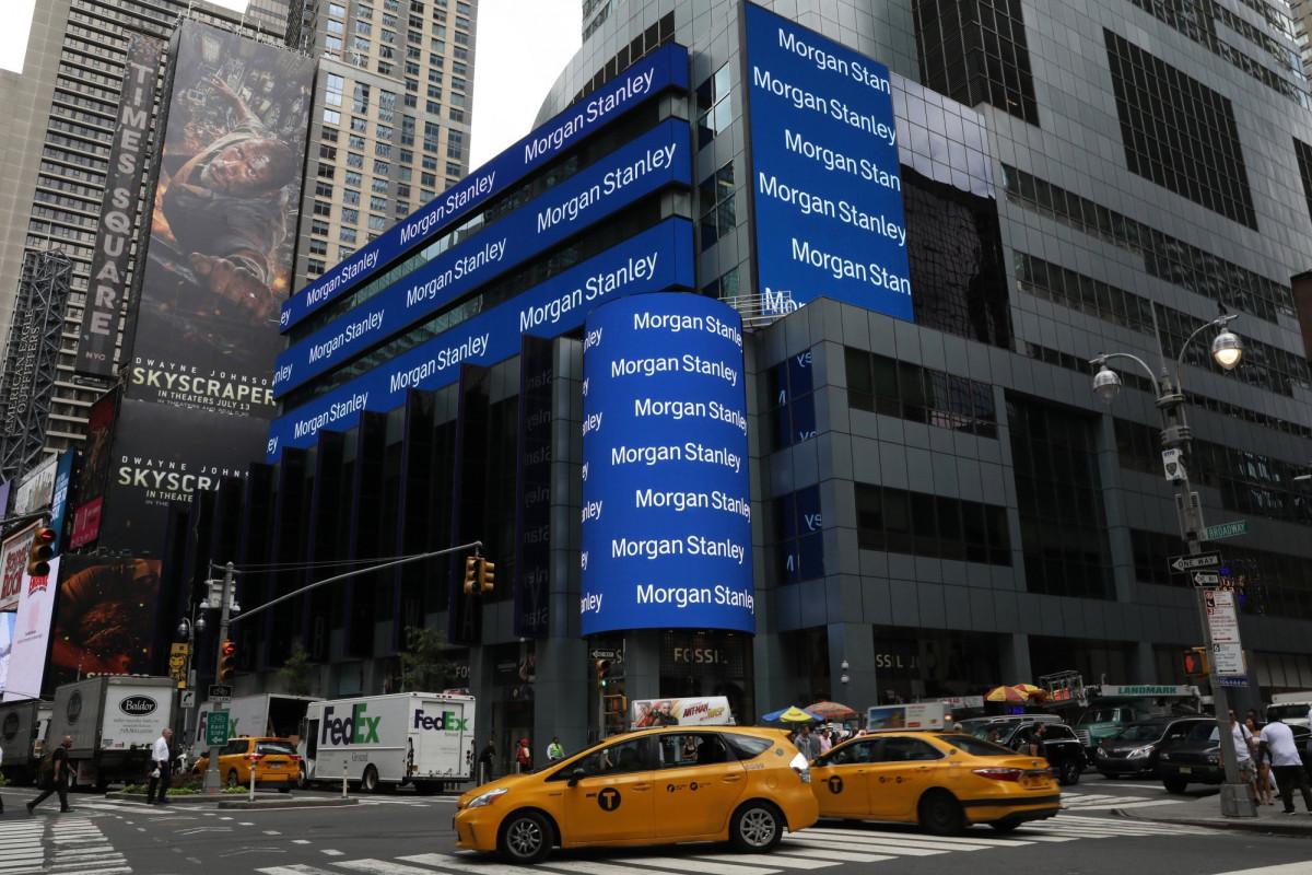 """""""Morgan Stanley"""" peyvənd olunmamış işçi və müştərilərini banka buraxmayacaq"""