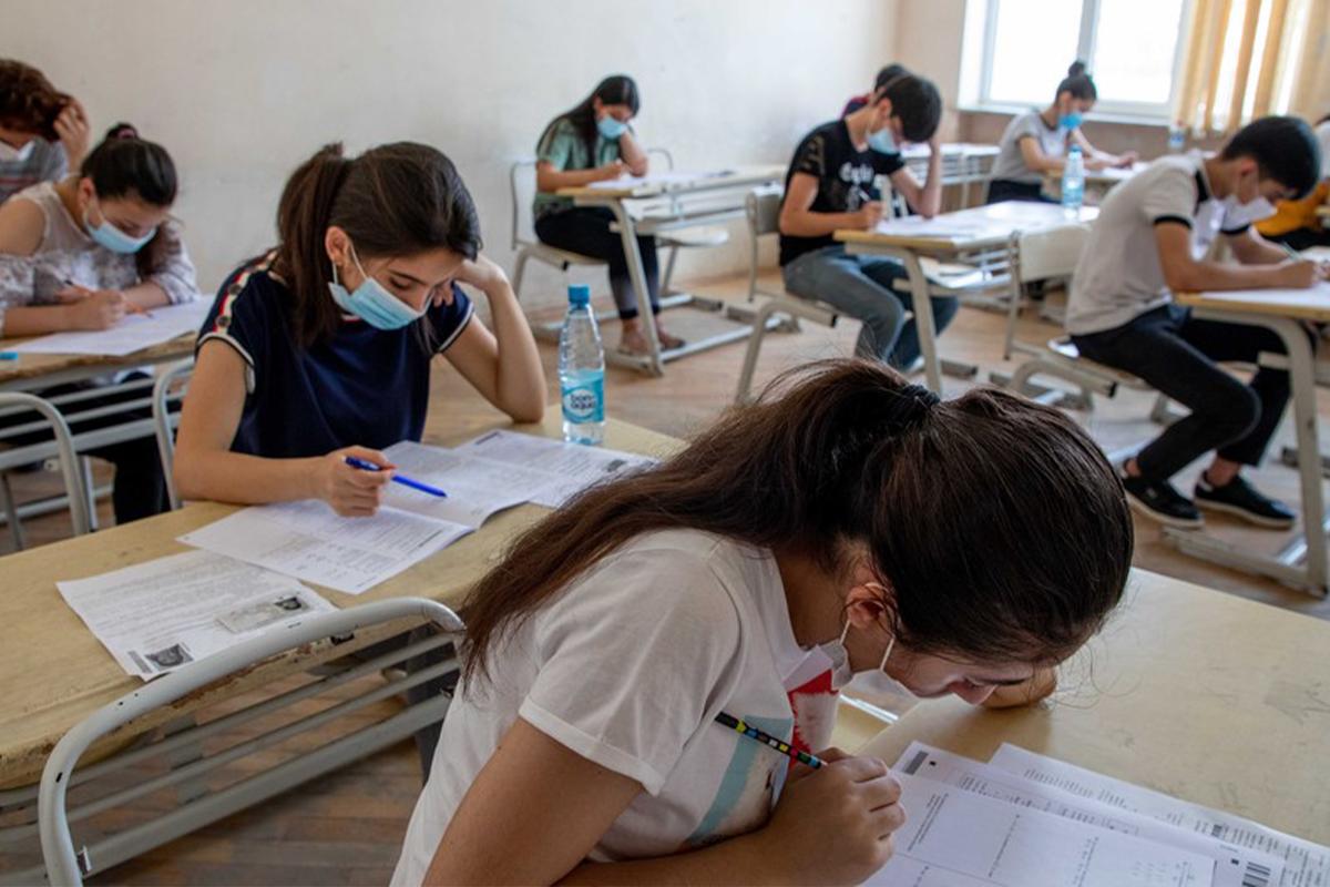 """Məktəbi """"5""""-lə bitirən məzunların yalnız 32%-i attestat qiymətlərini doğrulda bilib"""