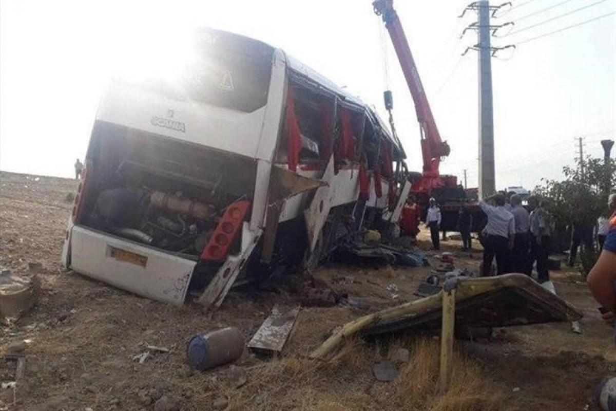 İranlıjurnalistləri daşıyan avtobus aşıb, ölənlər və yaralananlar var