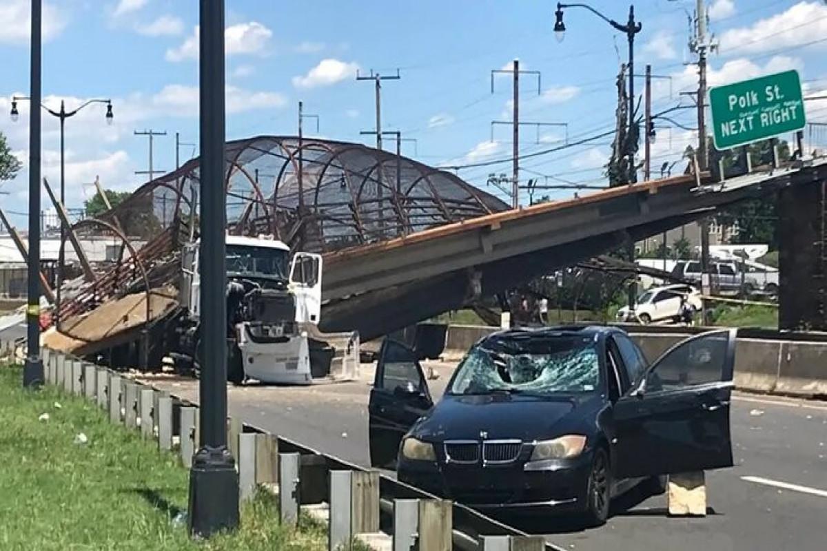 ABŞ-da magistral yolda piyada körpüsü çöküb, 5 nəfər yaralanıb