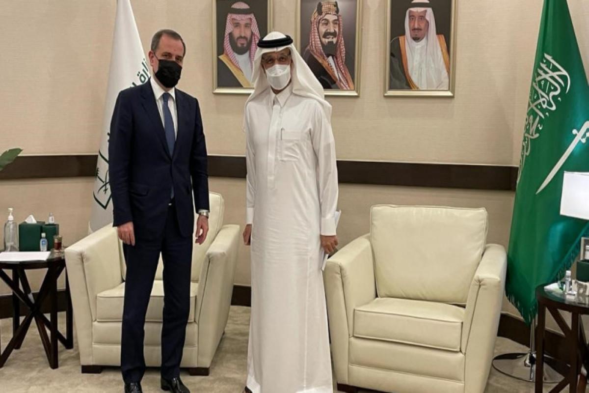 Джейхун Байрамов встретился с министром инвестиций Королевства Саудовская Аравия