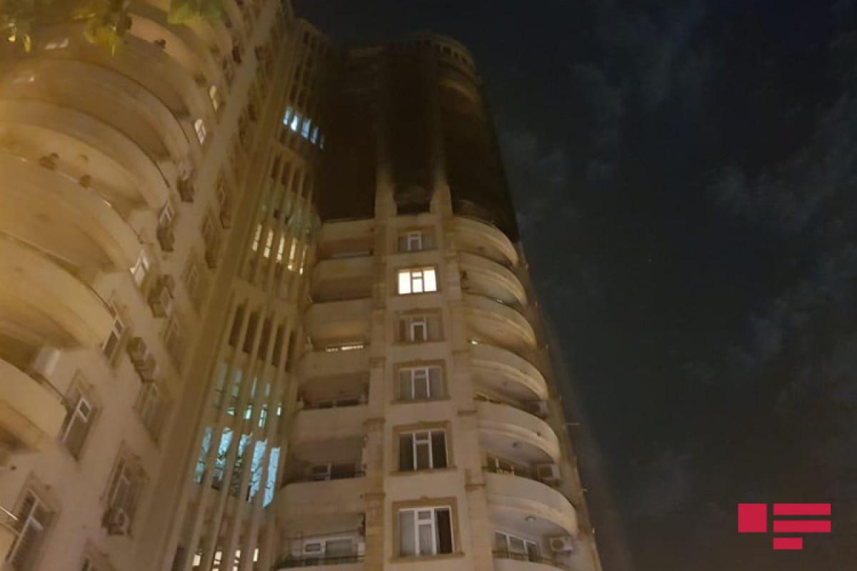 """В Баку произошел пожар в многоэтажном здании, есть пострадавшие -<span class=""""red_color"""">ФОТО</span>-<span class=""""red_color"""">ОБНОВЛЕНО-1</span>-<span class=""""red_color"""">ВИДЕО</span>"""
