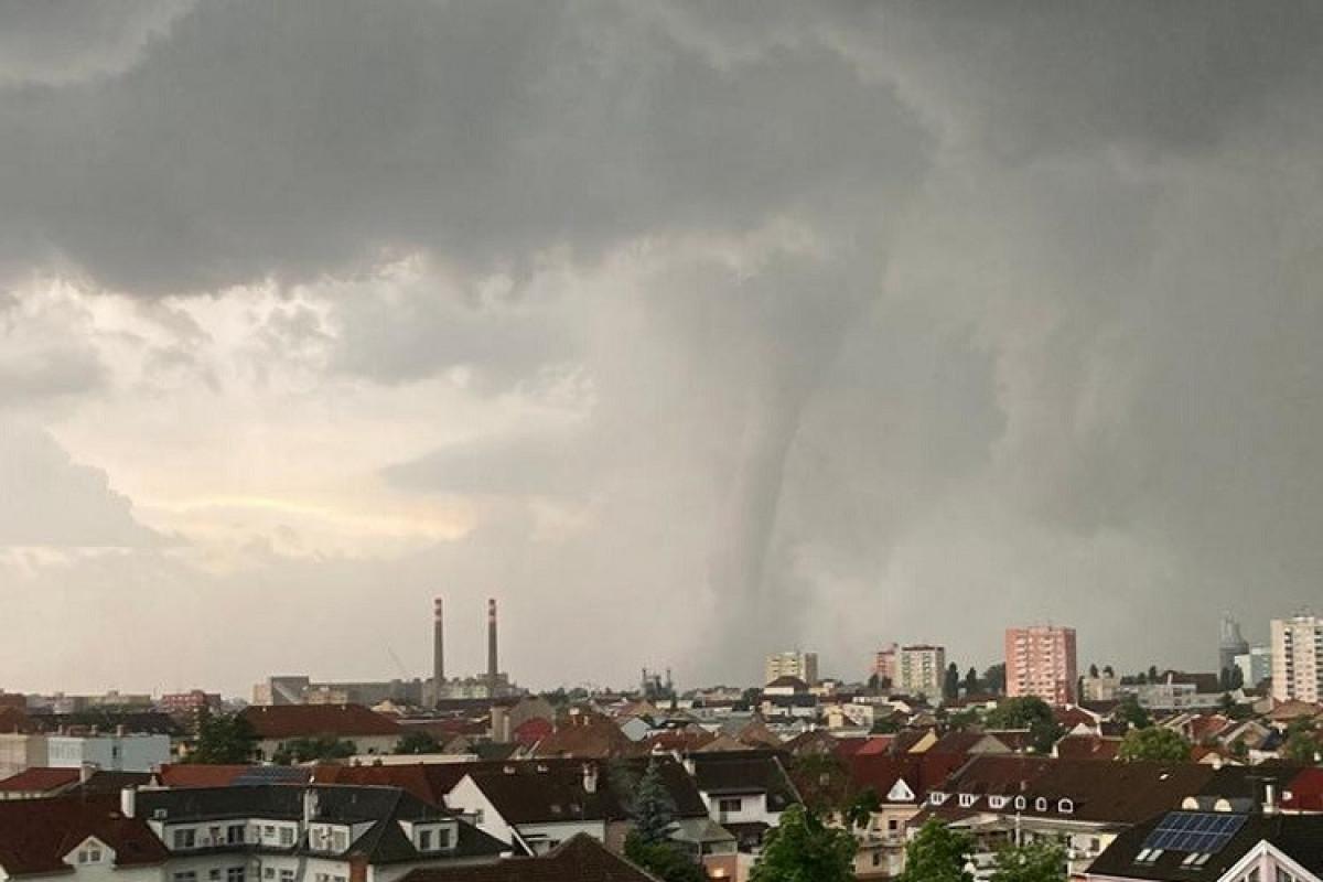 Çexiyada tornado nəticəsində təxminən 150 nəfər xəsarət alıb, ölənlər var