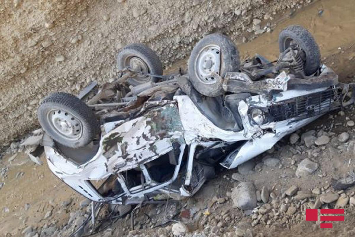 В Губе автомобиль упал в реку, погиб водитель-ФОТО