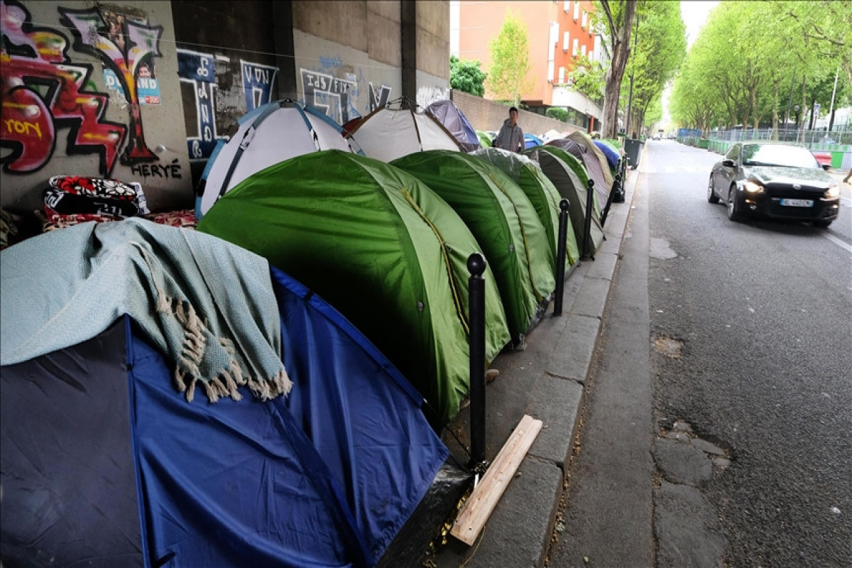 Homeless refugees appeal to authorities for housing accommodations in Paris