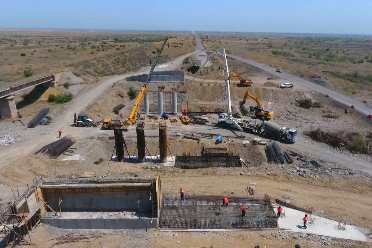 Продолжается строительство автомобильной дороги Барда-Агдам