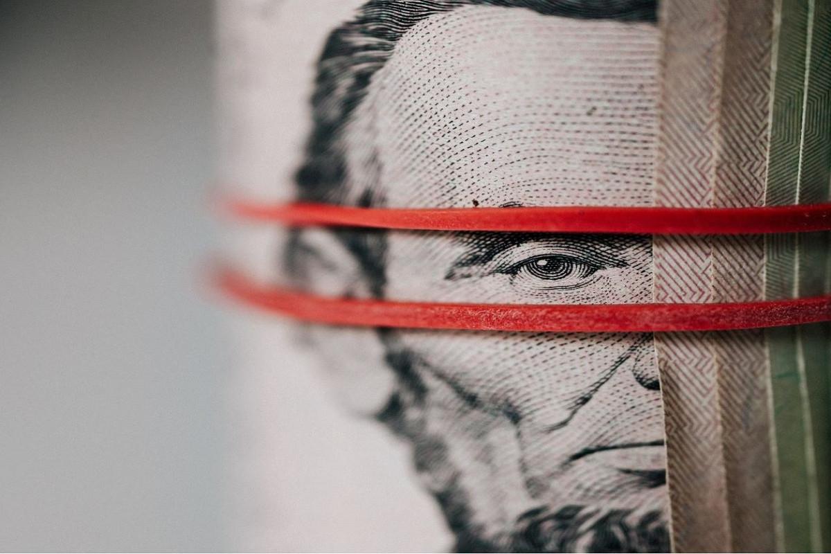 Госнефтефонд в июне резко увеличил продажу валюты
