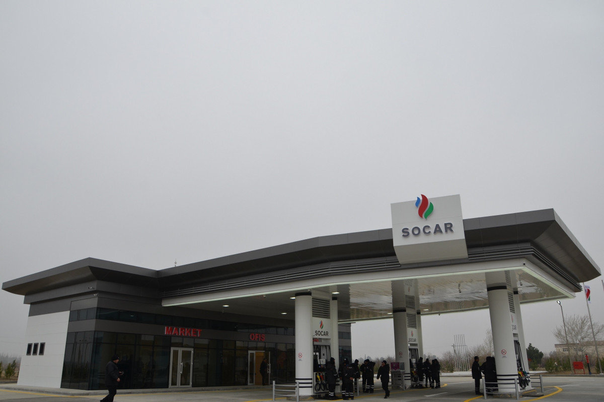 Azerbaijan downs price of natural gas given to filling stations
