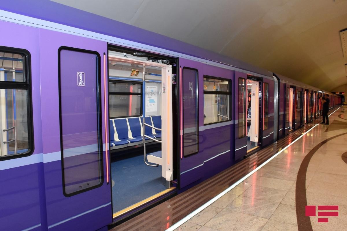 На станции метро «Улдуз» в поезде возникла техническая проблема