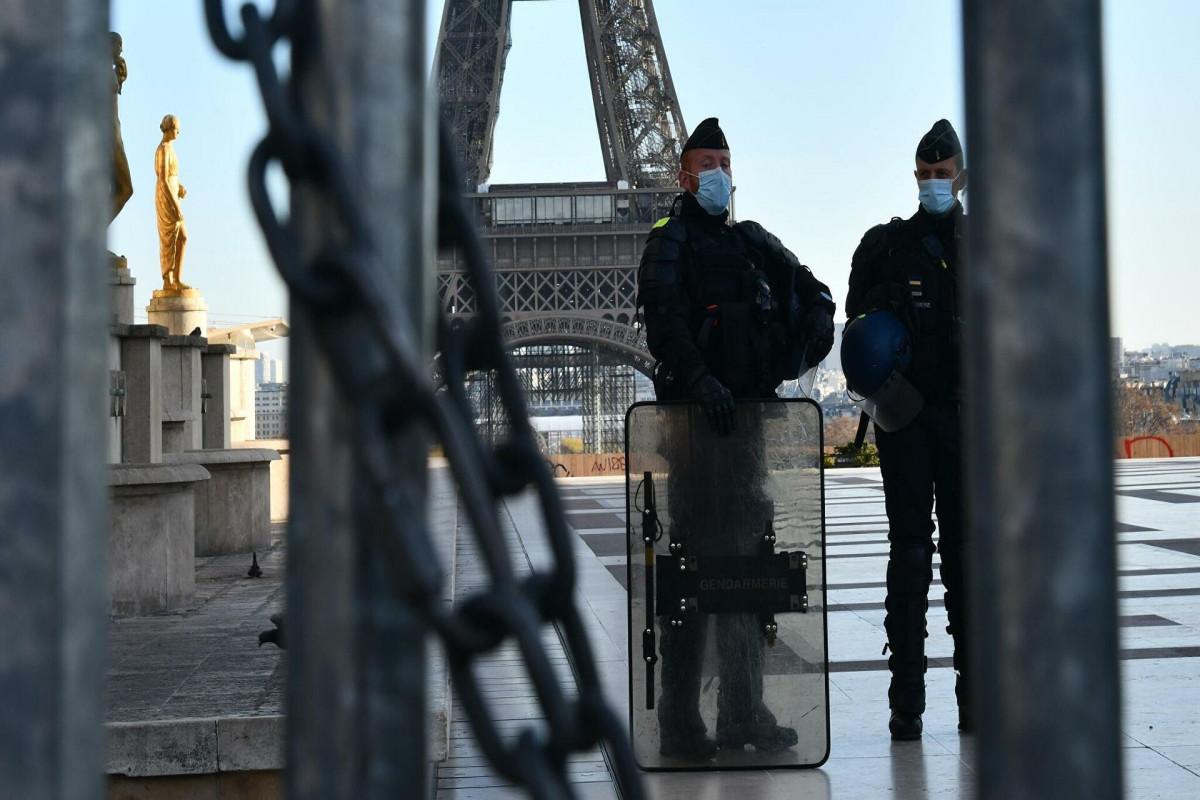 В Париже полиция застрелила угрожавшего детям мужчину с ножом