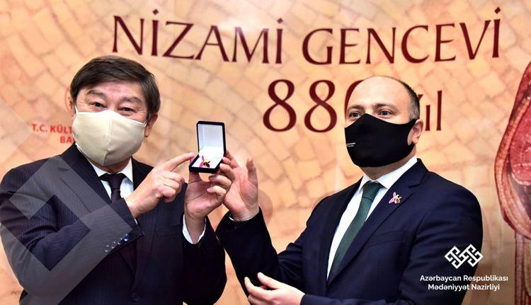 """Ankarada """"Dahi Azərbaycan şairi Nizami Gəncəvi"""" mövzusunda kitab və rəsm sərgiləri açılıb"""