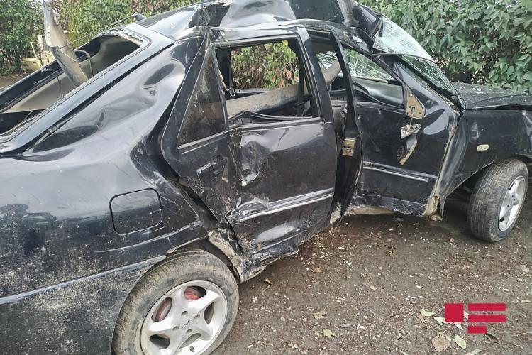 Beyləqanda avtomobil ağaca çırpılıb, sürücü ölüb