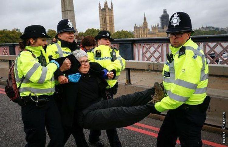 Londonda polisin səlahiyyətlərinin artırılmasına qarşı etiraz yürüşü keçirilib, 9 nəfər saxlanılıb
