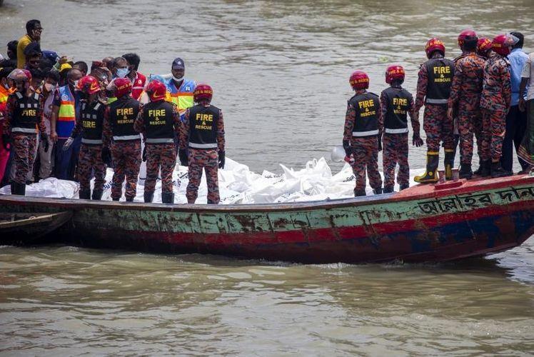 В Бангладеш 25 человек погибли при столкновении лодки с баржей