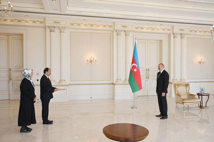 Президент Ильхам Алиев принял верительные грамоты нового посла Турции - <span class=