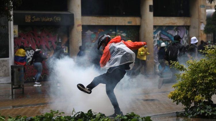 Более 840 человек ранены в ходе беспорядков в Колумбии