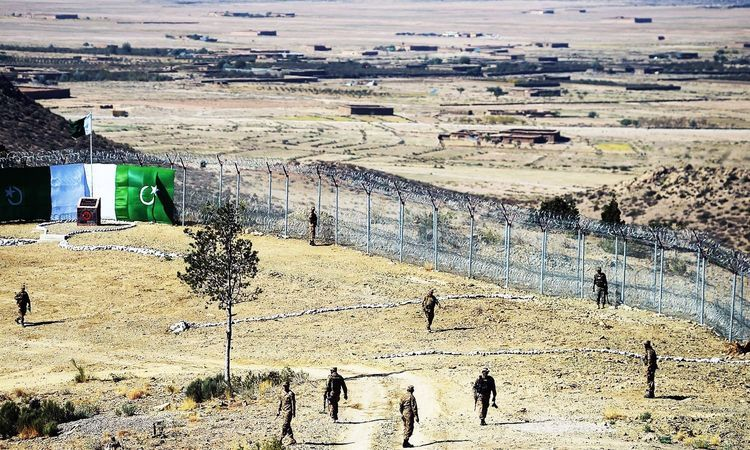 Pakistan says 4 soldiers killed in ambush by Afghan militants along border