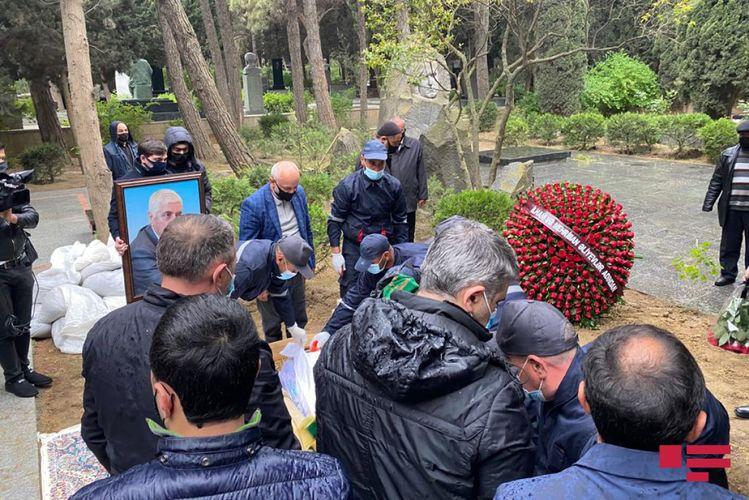 Xalq şairi Fikrət Qoca dəfn olunub