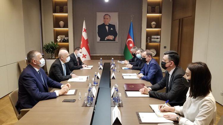 Проходит встреча глав МИД Азербайджана и Грузии в расширенном составе - <span class=