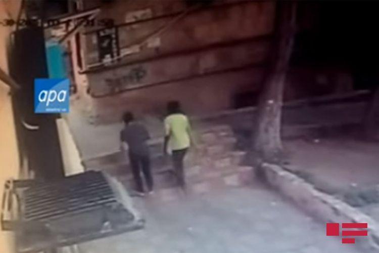 В Баку умер подросток, на которого упала каменная плита - <span class=