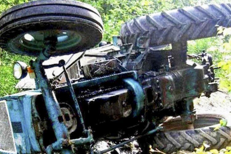 Sabirabad sakininin üstünə traktor aşıb