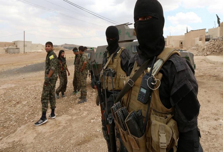 3 IS local leaders killed near Iraq